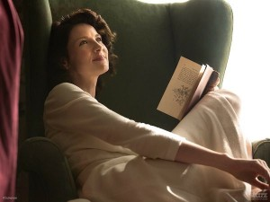 outlander_62462-Claire-reading