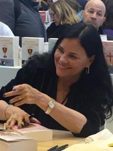 Image of Diana Gabaldon at the 2018 Paris Book Festival.